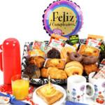 Desayuno cumpleañosFelicita un cumple con un gran desayuno a domicilio. ¡Incluye minitarta!